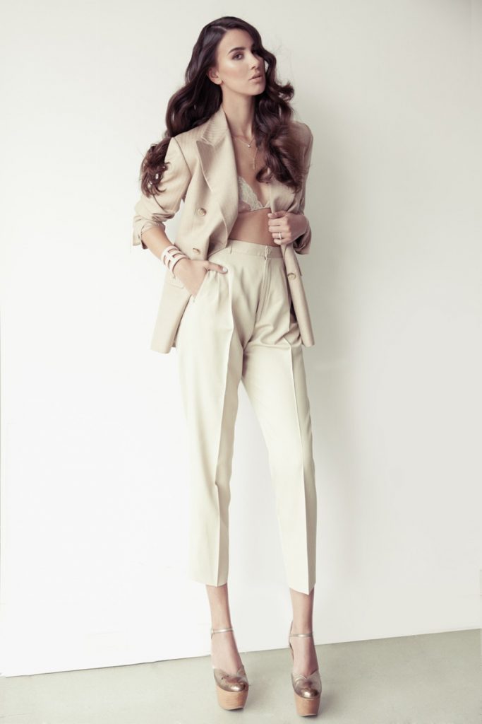 Modella per showrooom, underwear, costumi da bagno, sfilate