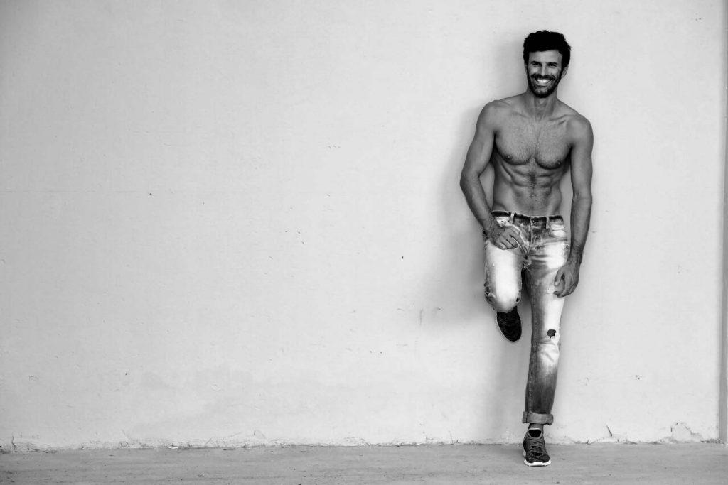 attore e modello 40 anni per shooting abiti sartoriali uomo, wellness, attore per fiction, spot tv campagna stama disponibile a Roma e Milano