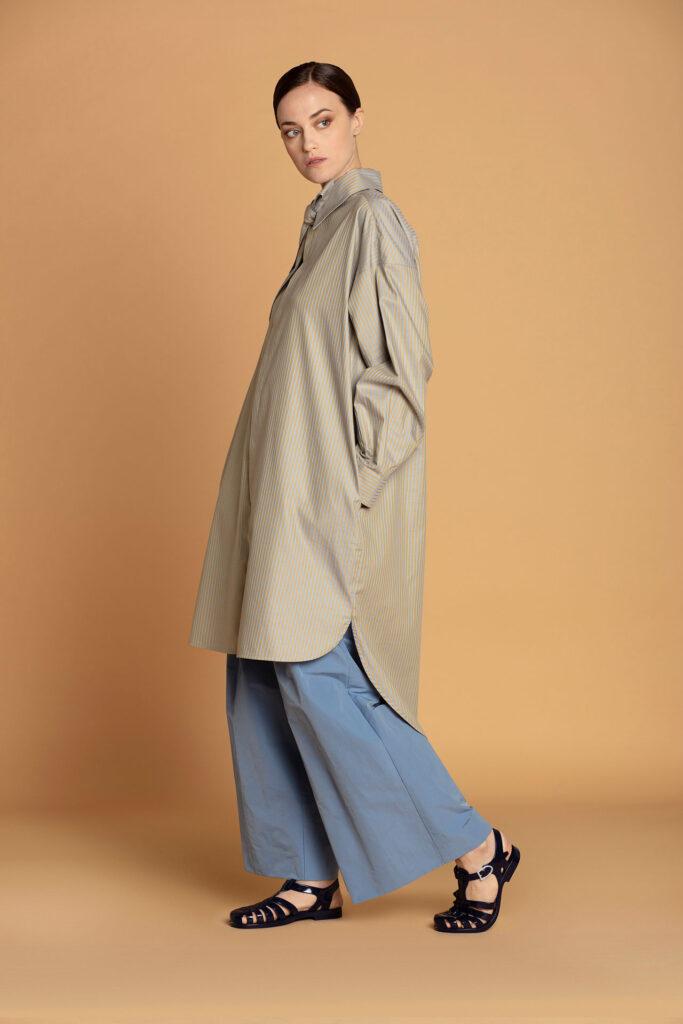 modella bionda capelli ricci shooting e-commerce, modella commerciale modella occhi azzurri a Roma