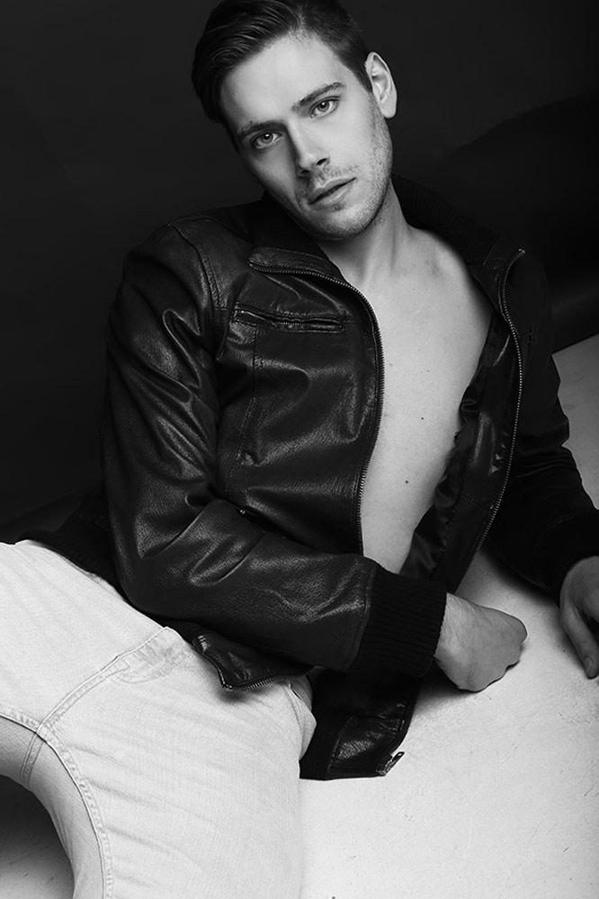 Alessio modello disponibile a Roma per cataloghi, editoriali, shooting costume da bagno, spot pubblicitari. Fresh face model available for shooting in Italy