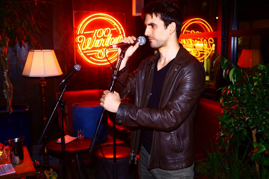 Valerio R - attore, presentatore, cantante - I am management