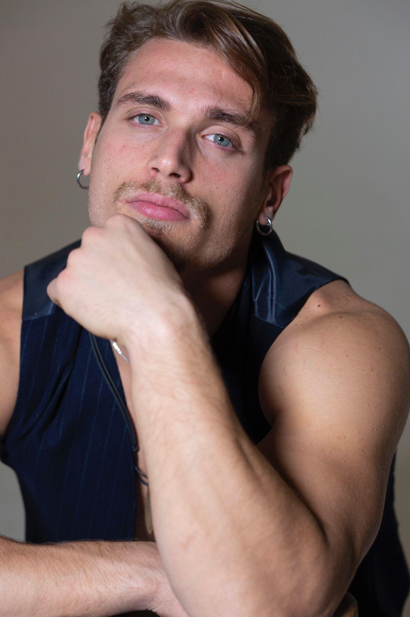modello biondo occhi azzurri fitness model swimsuit model