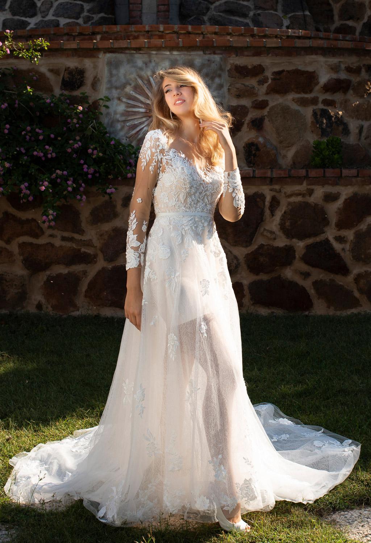 modella a Roma per abiti da sposa, costumi, sfilate bridal show beachwear fashion show model