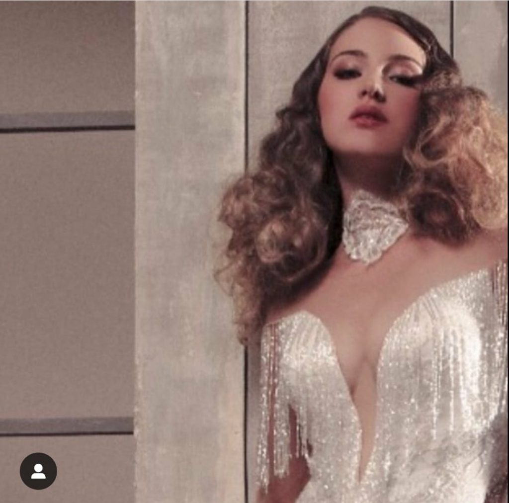 modella per servizi fotografici sfilate model for shooting and catwalk fashion show