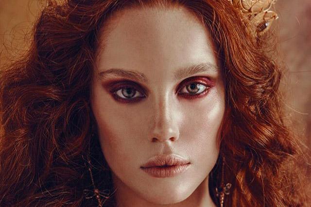 Modella e attrice capelli rossi disponibile a Roma