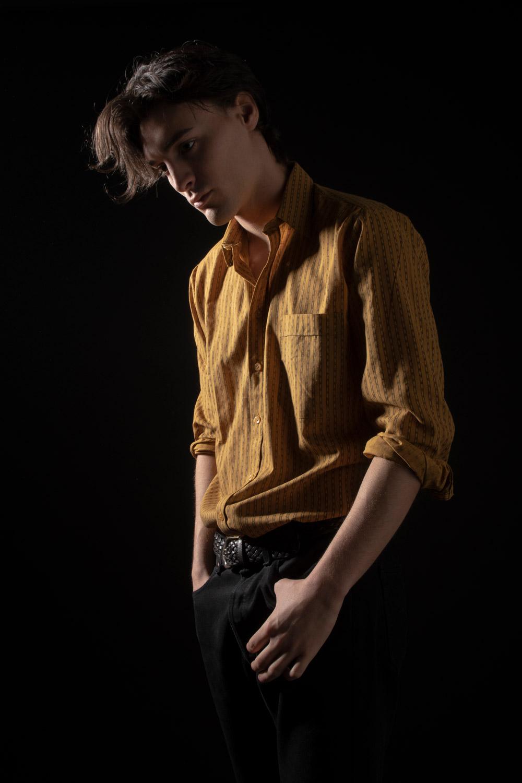 modello skinny per showroom , e-commerce, modello androgino