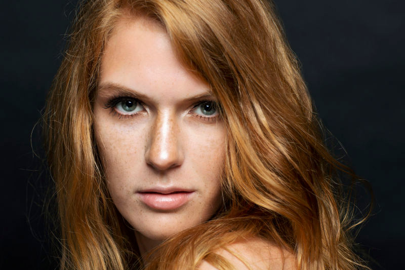red haired american model for fashion show, shooting, available in Rome