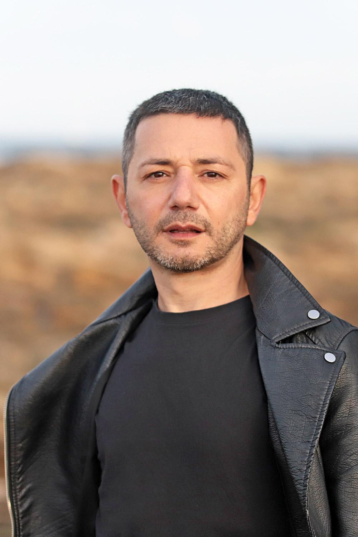 attore e caratterista italiano, protagonista film dei me contro te produzione Colorado film