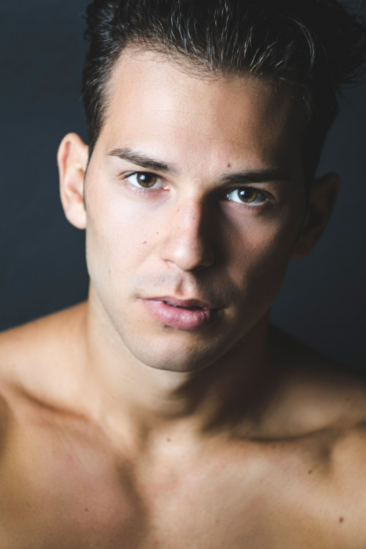 giovane attore lombardo disponibile per serie tv netflix, sky cinema, amazon prime