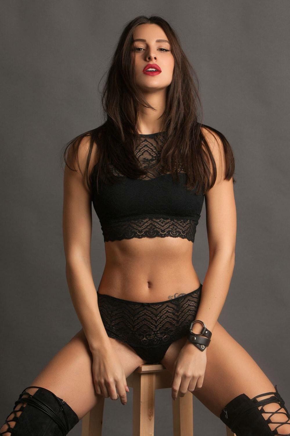 modella influencer presentatrice TV showroom, eventi, modella mediterranea mediterranean model brunette model modeling modella Roma