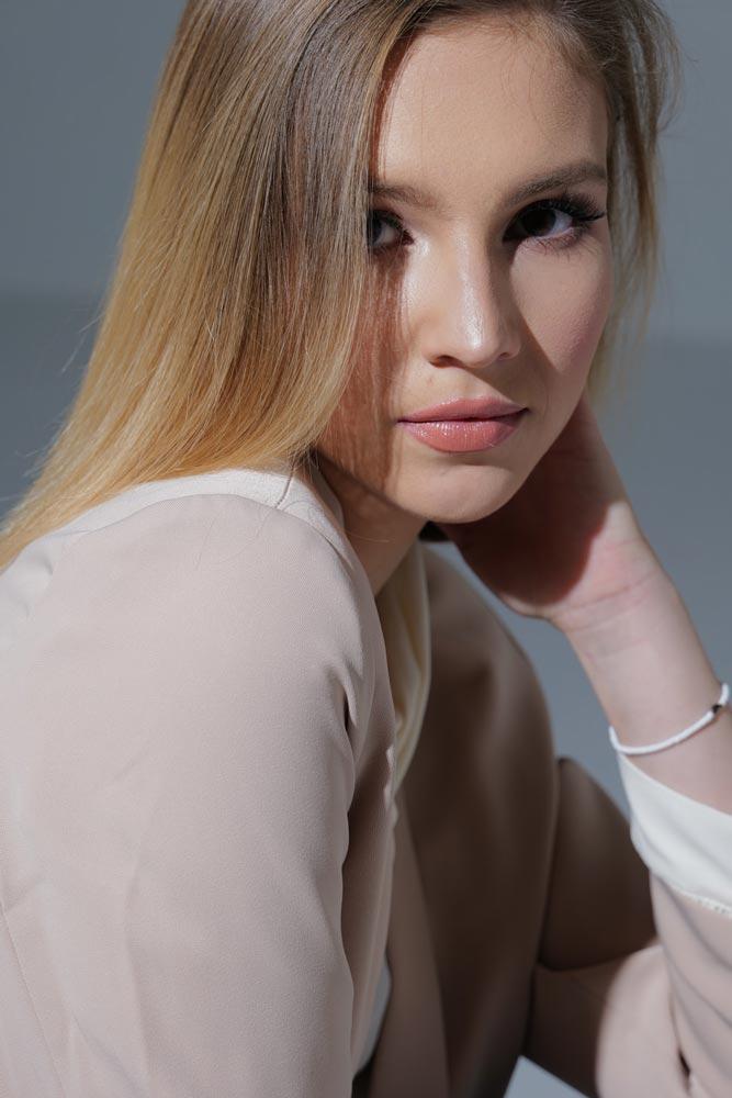 Rita modella bionda ungherese