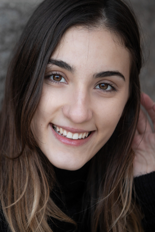 giovane attrice ventenne marchigiana spot , cinema , serie TV