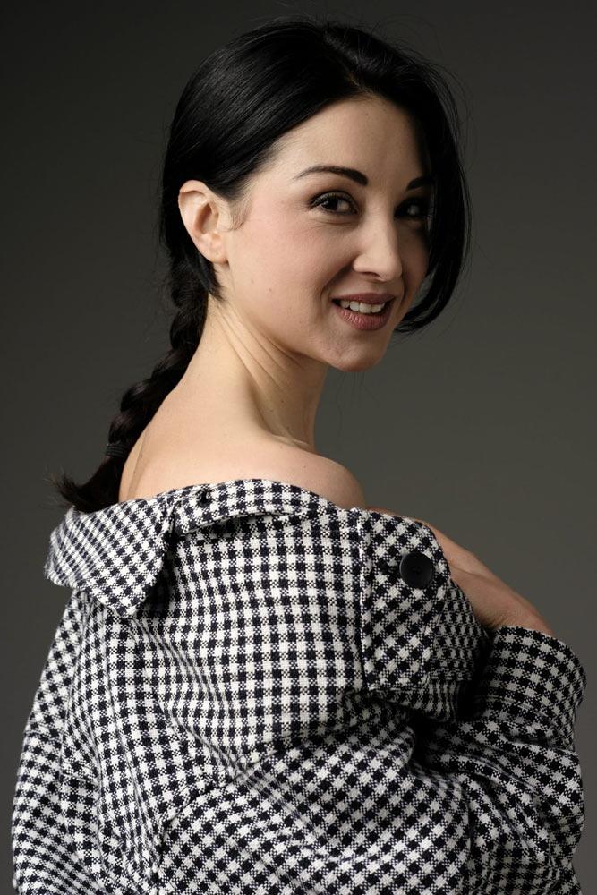 attrice e modella tratti asiatici